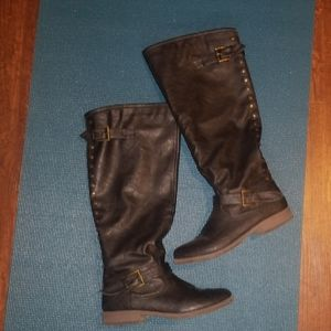 Shoes - Like new black boots